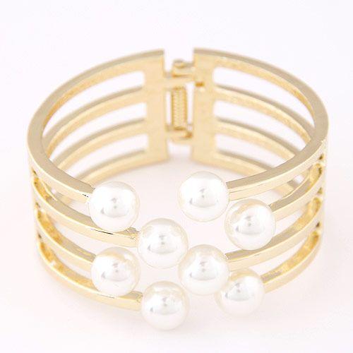 Elegant and stylish metallic simple pearl exaggerated bracelet wholesales yiwu NHSC202752
