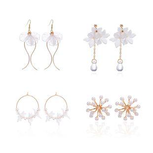 Moda coreana pendientes de pétalos de acrílico frescos pendientes de perlas de copo de nieve flores blancas pendientes de onda NHPF203610's discount tags
