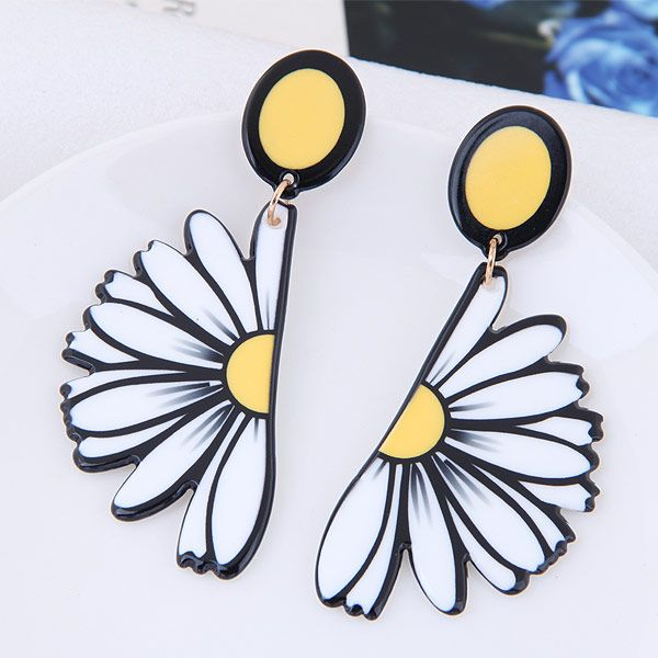 Fashionable wild daisy temperament simple exaggerated earrings wholesale NHSC204346