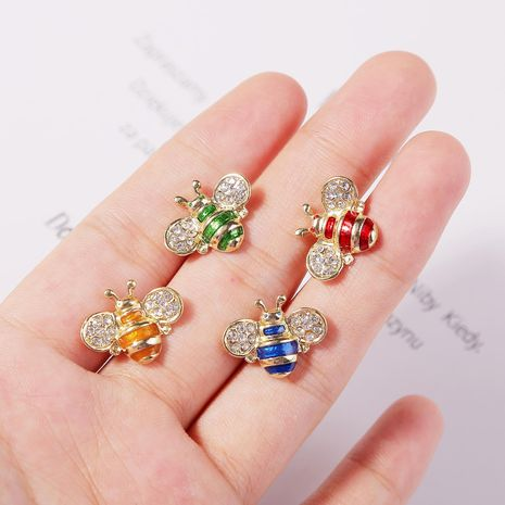 Nihaojewelry Animal insect spur pin small bee brooch retro cartoon crystal diamond yellow bee brooch NHJJ199339's discount tags