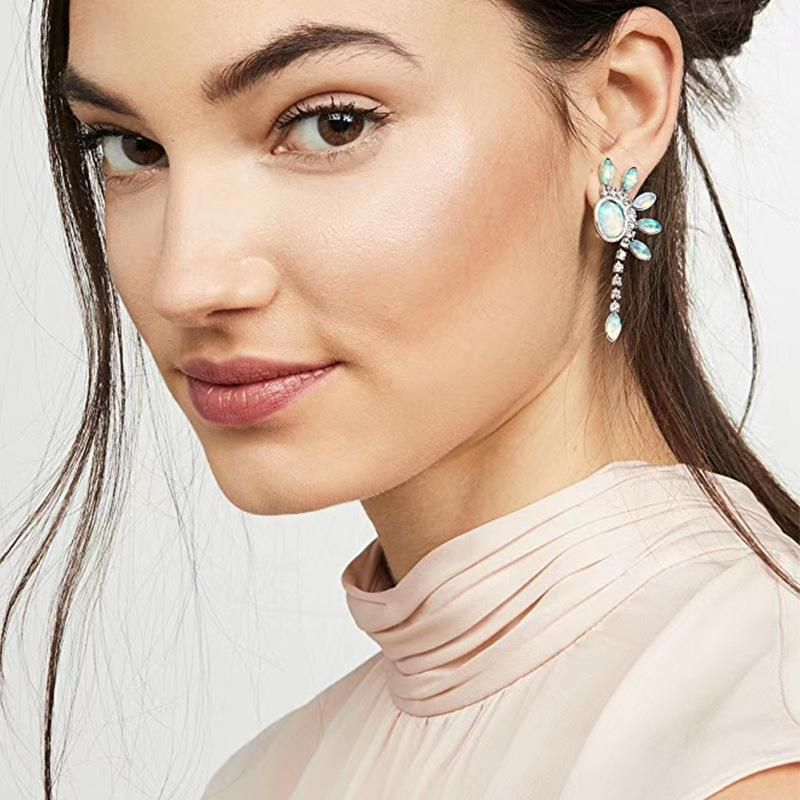 Nihaojewelry Simple and stylish exquisite drop-shaped rhinestone earrings dripping oil jewelry NHJQ199372