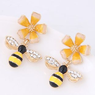 Moda Sweet OL Flower Bee Ear Studs al por mayor NHSC199640's discount tags