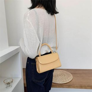 New spring retro wild messenger bag chain shoulder bag wholesale NHTC204191's discount tags