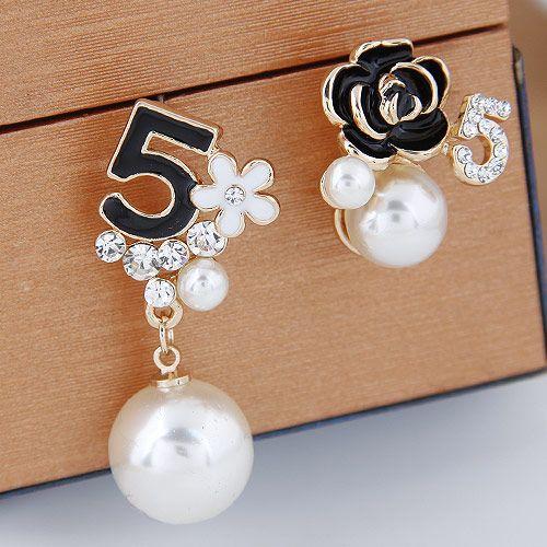 Yi wu jewelry Korean Fashion Sweet OL Wild 5 Character Pearl Flower Asymmetric Earrings Wholesale NHSC205747