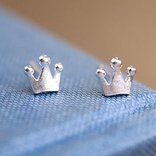 Nueva moda Classic Retro Crown Alloy Plating Simple Crown Earrings NHCU205073's discount tags