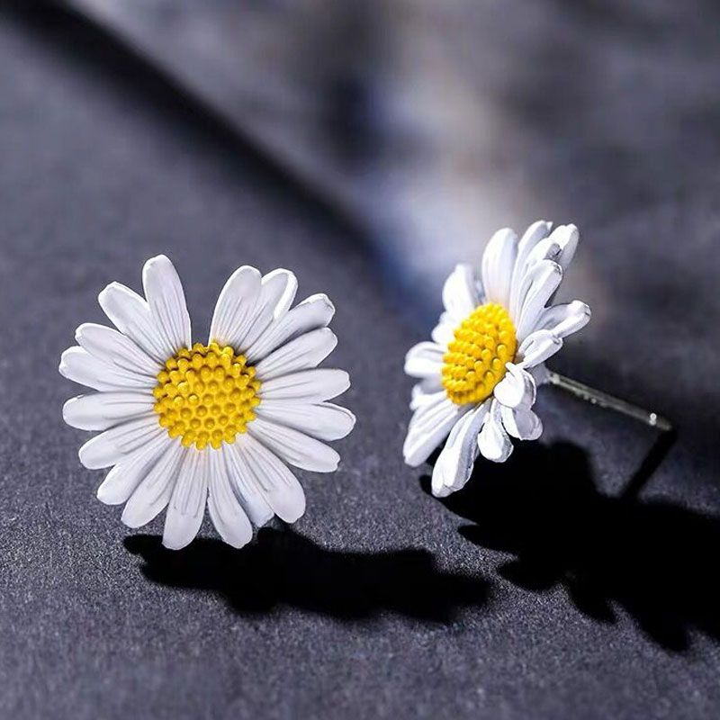 Yi wu jewelry wholesale 925 silver needle Korean fashion sweet OL small daisy earrings NHSC205677