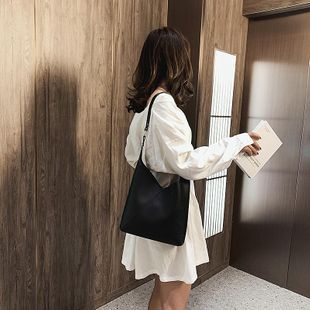 Bolso pequeño nuevo bolso de hombro coreano simple bolso de mano inclinado de moda para mujer NHTC205520's discount tags