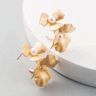 Pendientes de aleación de flores doradas de moda sub-oro femenino con pendientes de perlas pendientes retro NHLN199765's discount tags
