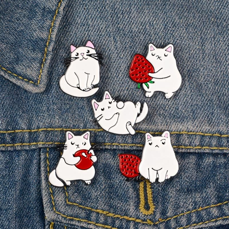 New white cat fruit shirt collar pin alloy drip oil schoolbag brooch wholesales fashion NHBO199828