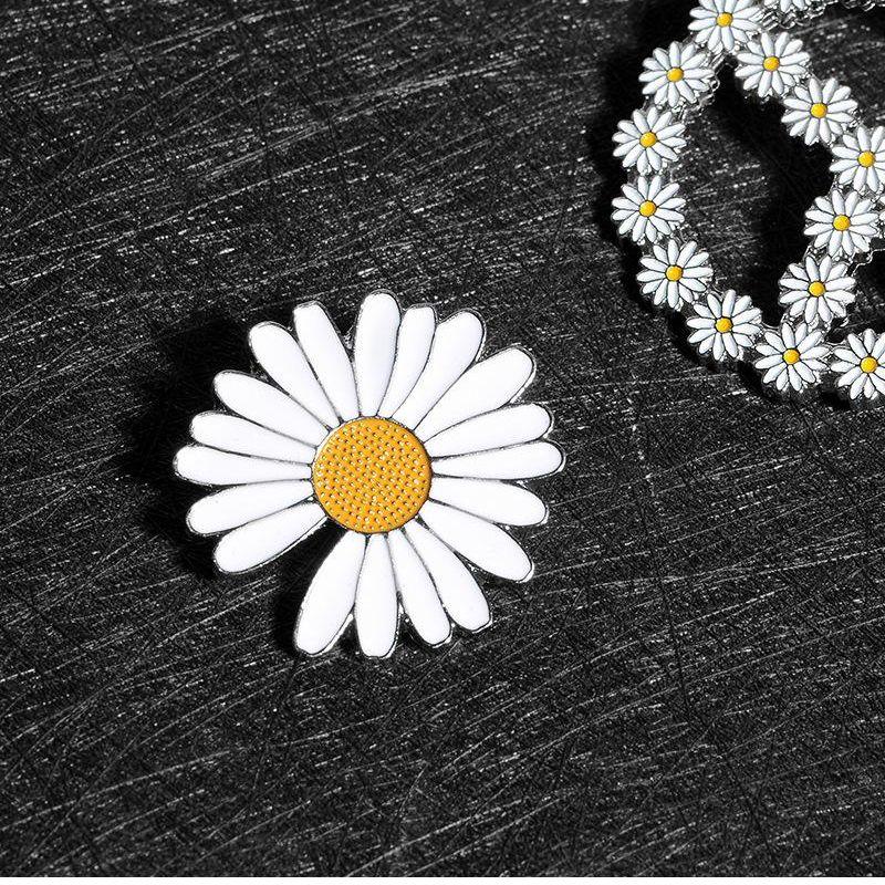 Fashion daisy brooch clothes female cute jewelry badge NHBO199839