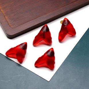 Triángulo de resina rojo Fashionl en forma de corazón Pin de plata Espárragos de tornillo Tornillo Clips de oreja con tachuelas a juego NHOM199850's discount tags