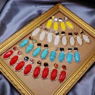 Pendientes de oreja de resina de color de moda Clips de oreja Espárragos de borde de metal Espárragos de oreja de plata dorada NHOM199855's discount tags