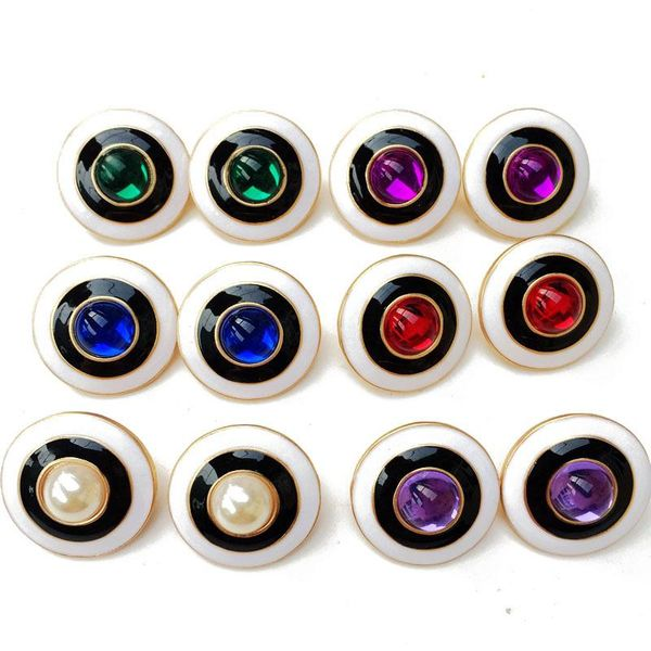 Clip de oreja de resina de goteo redondo clip de oreja doble perla blanco y negro clip de oreja salvaje al por mayor NHOM205772