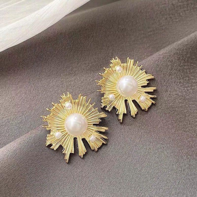 Yiwu Jewelry Wholesale 925 Silver Needle Korean Fashion Sweet Sun Flower Pearl Earrings NHSC206198