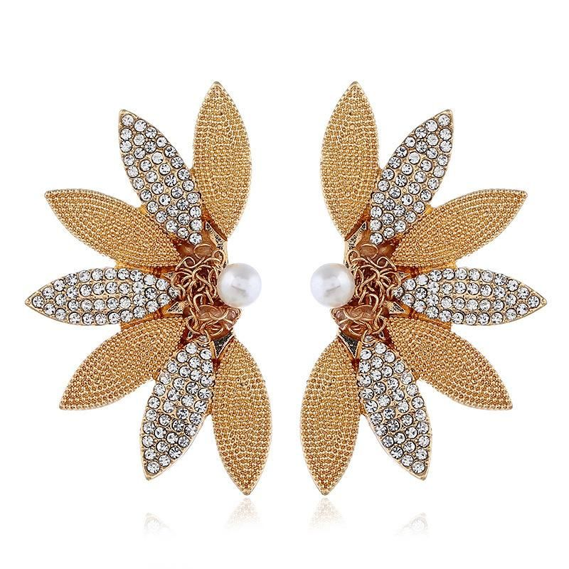Fashion trend retro alloy leaf long diamond earrings wholesale NHVA201093