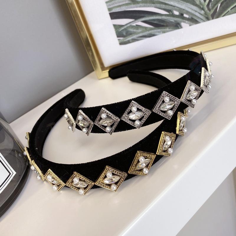 Korea39s new fashion retro alloy diamond box fineedged cheap headband wholesale NHSM209783
