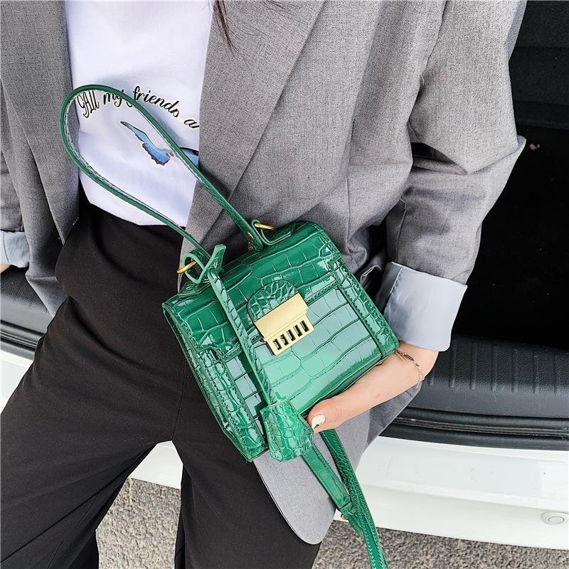 New handbag wholesale nihaojewelry fashion shoulder bag simple retro lock handbag small section Kelly crossbody bag NHGA210230