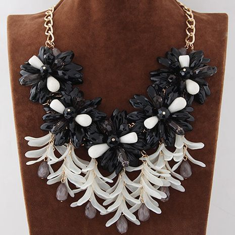 Metal fashion wild flower necklace yiwu wholesale NHSC207143's discount tags