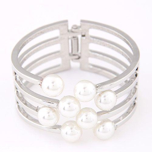 Elegant fashion metal simple pearl exaggerated bracelet yiwu wholesale NHSC207136