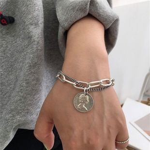 Nueva marca de imitación de marca de moda pulsera de plata tailandesa simple ronda marca de belleza cabeza colgante pulsera de cadena yiwu nihaojewelry al por mayor NHSC210808's discount tags