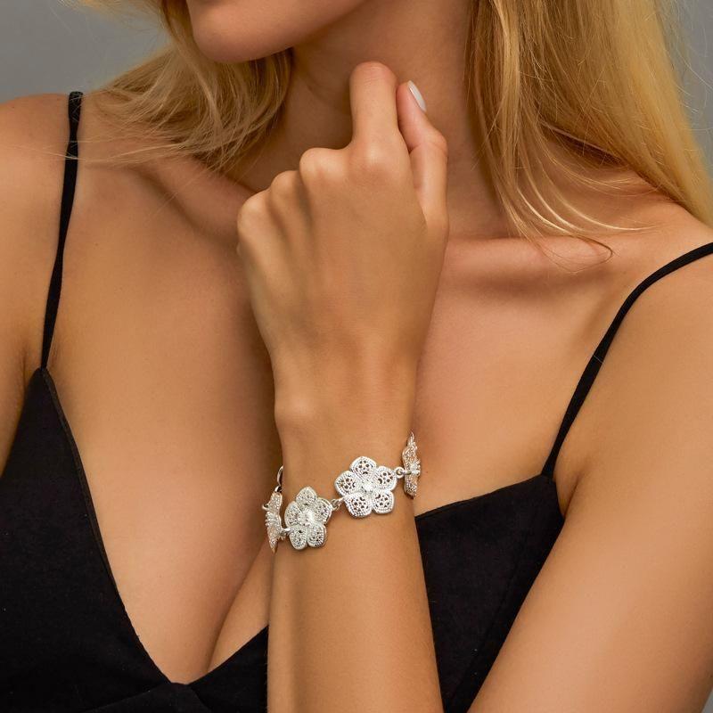 New Fashion Retro Bauhinia Bracelet Elegant Hollow Camellia Bracelet Wholesale NHDP210737