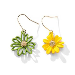 New sweet fashion cute flowers asymmetric daisy earrings wholesale NHPP210907's discount tags