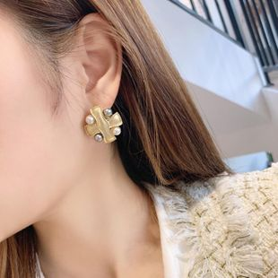 New retro distressed metal buttons square diamond earrings earrings irregular irregular button earrings wholesale NHNT210981's discount tags