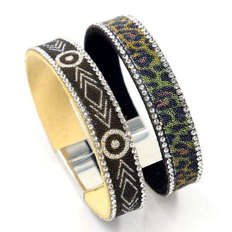 Nueva moda coreana de terciopelo pasta mijo perlas pulsera geométrica al por mayor NHHM211634's discount tags