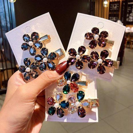 Nueva pinza de pelo de flor de cristal de moda retro pinza de pelo de flor de cinco pétalos al por mayor NHNA212587's discount tags