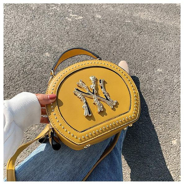 Retro women's bag wholesale nihaojewelry new wave Korean version wild messenger bag fashion shoulder bag small round bag NHTC213100