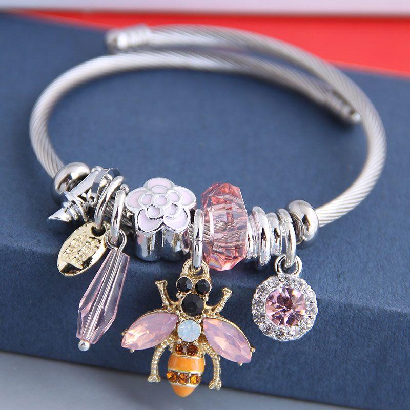 Fashion metal wild pan DL sweet bee multi-element pendant accessories bracelet nihaojewelry wholesale NHSC213444