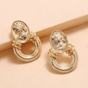 Simple metal belleza cabeza patrón pendientes moda creativa retro barroco pendientes nihaojewelry al por mayor NHKQ213368's discount tags