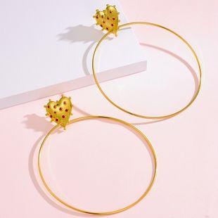 Nuevos pendientes de círculo grande de amor chapado en oro pendientes de goteo de metal Yiwu al por mayor NHOT207344's discount tags
