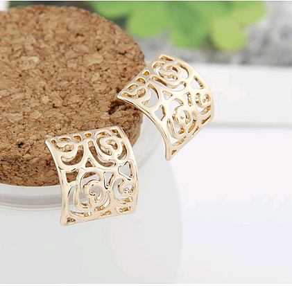 Boutique Korean fashion sweet and simple hollow square temperament earrings NHSC207522