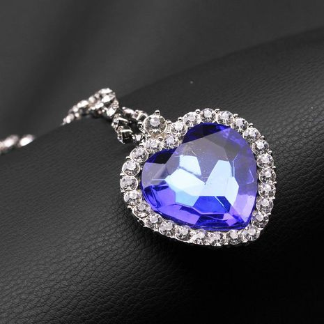New fashion love gemstone necklace wholesale NHMO207955's discount tags