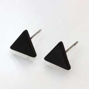 Venta caliente pendientes triángulo geométrico pin de oreja chapado en oro plata negro protección del medio ambiente pendientes de aleación nihaojewelry al por mayor NHMO215178's discount tags