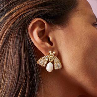 pendientes de perlas de animales mujeres nihaojewelry al por mayor de agua dulce natural perlas de diamantes de imitación mariposa abeja alas de insectos pendientes exagerados pendientes NHLU215323's discount tags