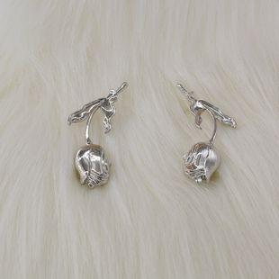Pendientes de rosa tridimensionales retro nihaojewelry moda al por mayor pendientes de rosa dorada exagerados pendientes de textura clips de oreja NHNT215361's discount tags