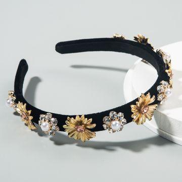 Moda nuevos accesorios para el cabello con incrustaciones de diamantes de imitación perla barroca flor diadema femenina creativa corona retro diadema nihaojewelry al por mayor NHLN216121