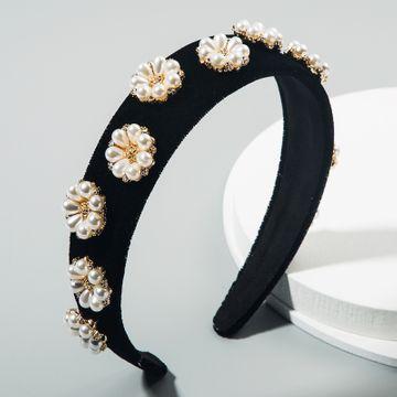 coreano estilo palacio retro tocado de lujo barroco diadema rhinestone flor de perla terciopelo diadema de ala ancha nihaojewelry al por mayor NHLN216124