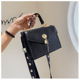 Small fragrance female bag  summer new  simple literary  daisy bag tide   shoulder messenger bag nihaojewelry wholesale NHGA216838's discount tags