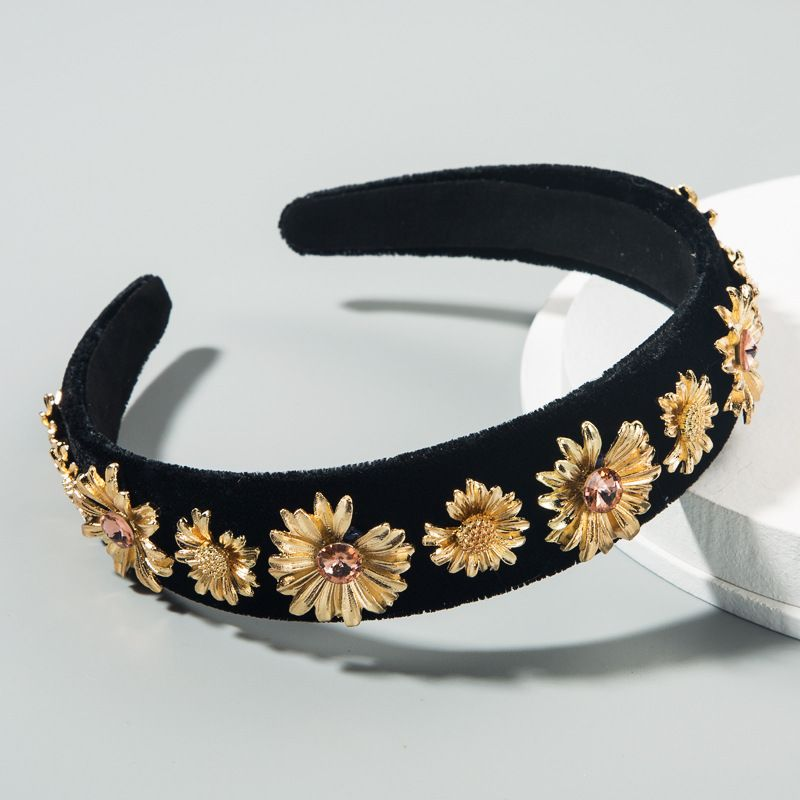 Korean fashion new simple  luxury diamond flower black velvet cloth headband baroque gold small daisy wide-brimmed headband wholesale NHLN216975