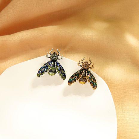 Accesorios de insectos de diamante personalizados temperamento ramillete antideslumbrante diseño creativo sentido retro broche al por mayor NHQD217454's discount tags