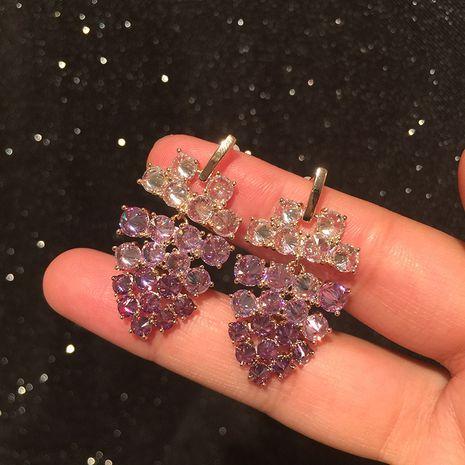 Boucles d'oreilles en cristal de raisin super flash atmosphère de luxe dame marée longue tempérament fée gradient boucles d'oreilles violettes en gros NHWK217548's discount tags
