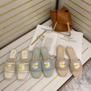 Verano coreano nueva moda pequeña margarita pescador zapatillas sandalias de fondo plano y zapatillas nihaojewelry al por mayor NHHU217782's discount tags