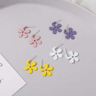 Korean 925 silver daisy earrings nihaojewelry wholesale summer flowers daisy flowers temperament elegant earrings girl earrings  NHMS218318's discount tags