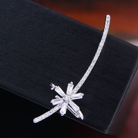 925 Argent Post Coréen De Mode Doux Zirconium Flocon De Neige Unique Personnalité Boucles D'oreilles en gros nihaojewelry NHSC219049's discount tags