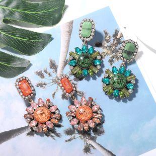 Pendientes de diamantes de colores redondos de flores coloridas de moda con diamantes acrílicos estilo de centro turístico pendientes de súper flash de moda geométrica al por mayor nihaojewelry NHJQ218866's discount tags