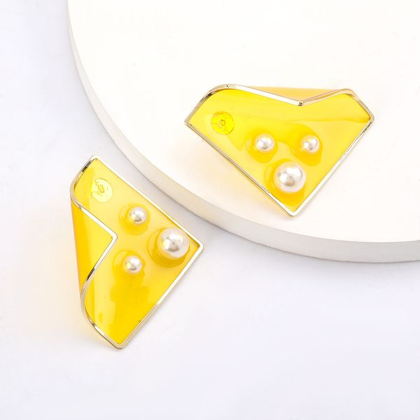 Personality simple geometric curly resin inlaid pearl alloy edging earrings  retro generous ear jewelry wholesale nihaojewelry  NHJE218934
