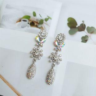 Moda coreana simple pequeños pendientes de flores de aleación fresca nuevo estilo temperamento pequeños pendientes al por mayor nihaojewelry NHVA218964's discount tags